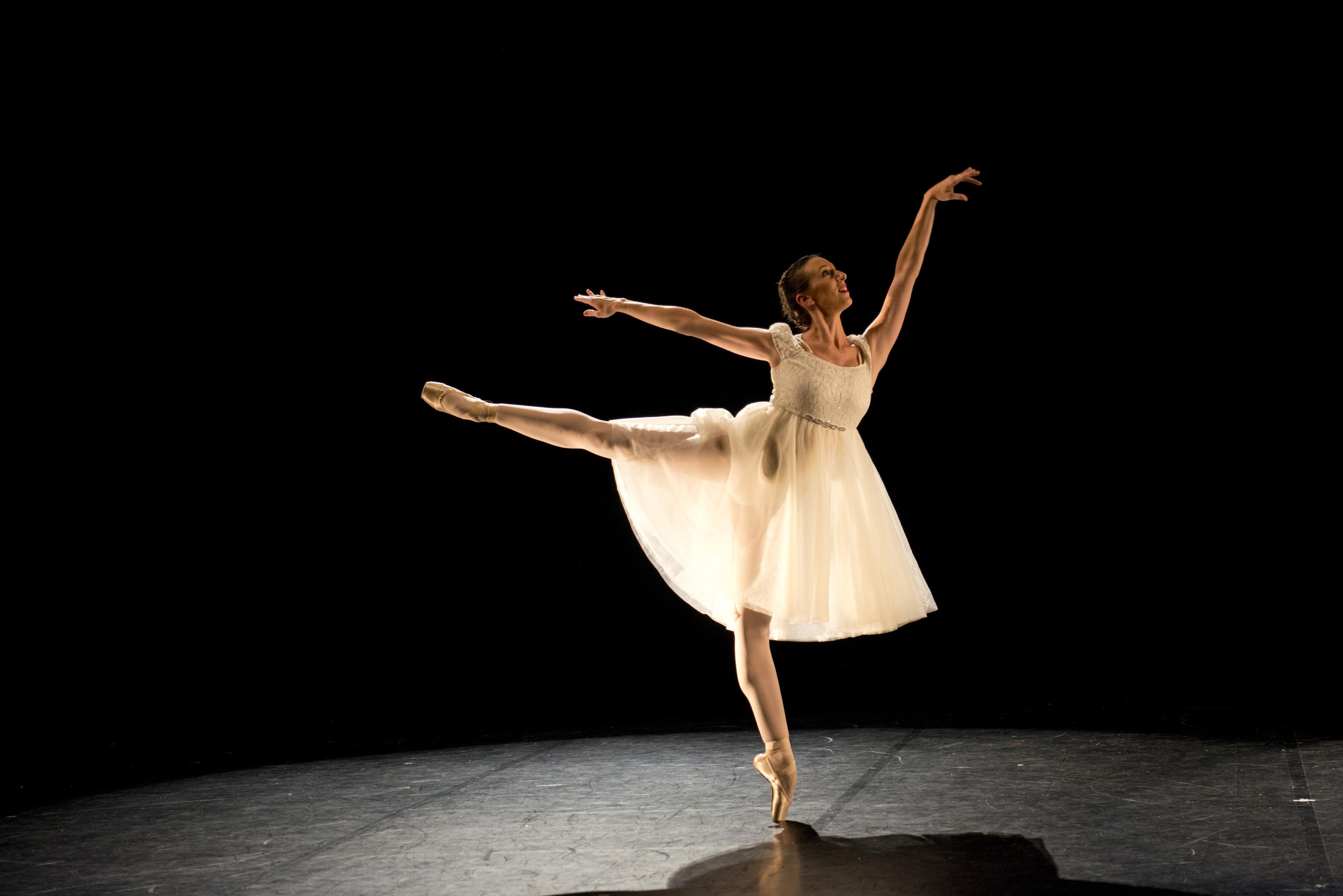 Danse classique atelier danse albi for Exercices barre danse classique